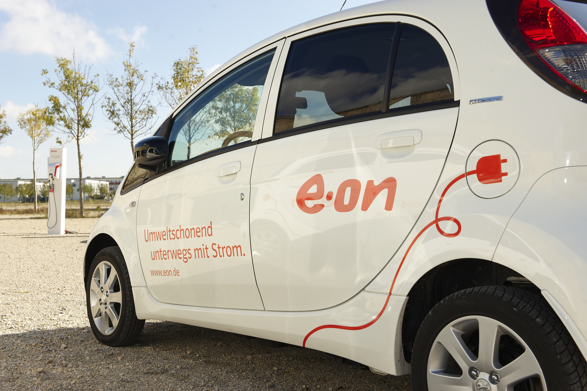 A new German law hopes to make it more attractive to drive electric cars in Germany. [EON Vertrieb/Flickr]