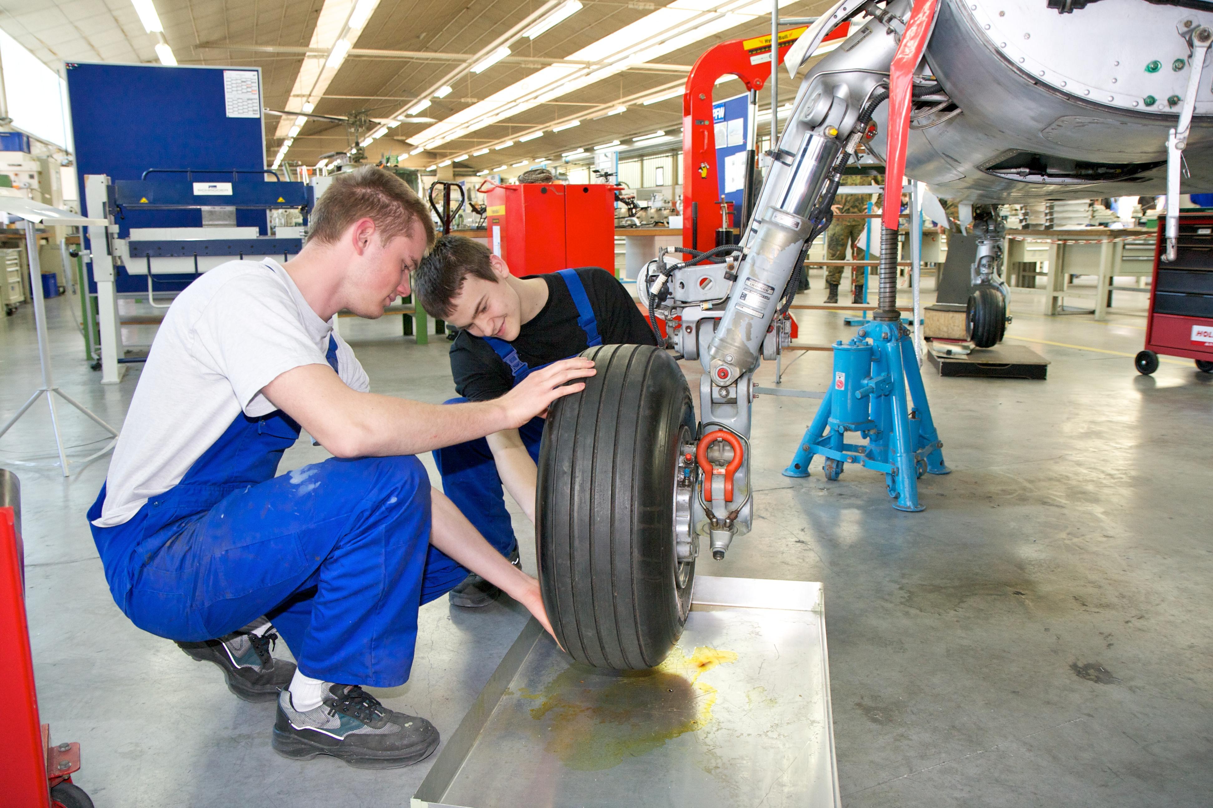Eine deutsche Initiative will mehr junge Europäer in Ausbildung und Job bringen.