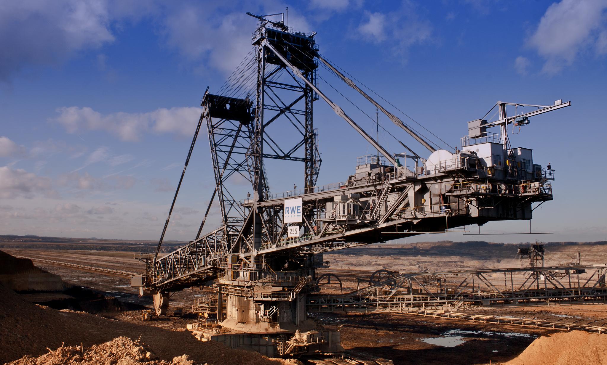 Braunkohle als Quelle von klimaschädlichen Emissionen soll zunehmend durch Erneuerbare Energien ersetzt werden.
