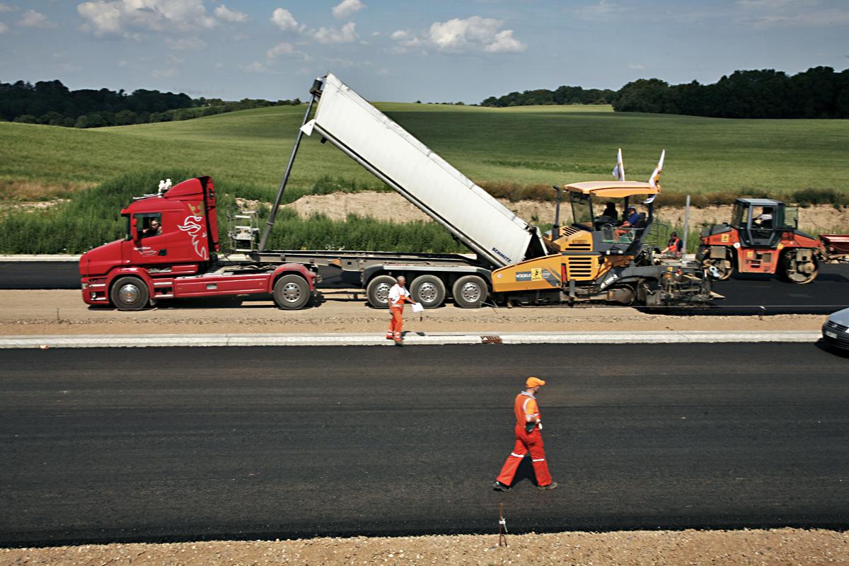 Zum Beispiel Straßenbau: Die EU erwartet von Deutschland mehr Investitionen im Inland.
