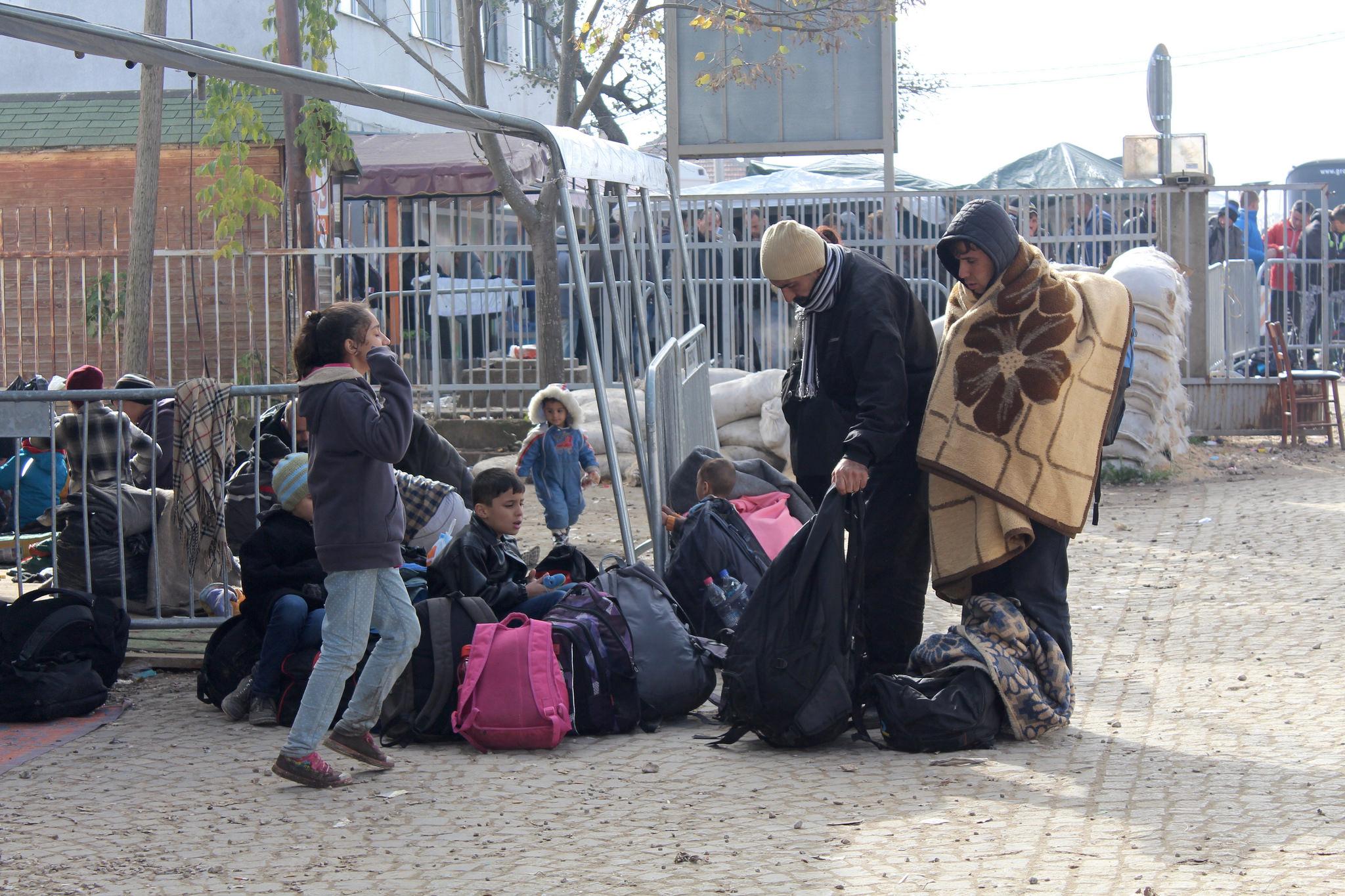 Unter den Flüchtlingen an der griechisch-mazedonischen Grenze herrscht Chaos.