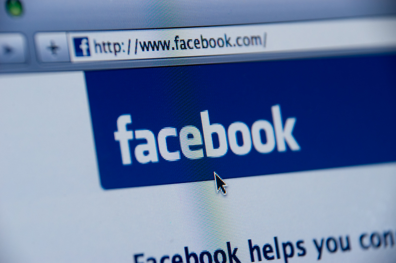Beim Vorgehen gegen Hassparolen will Facebook deutsches Recht anwenden.