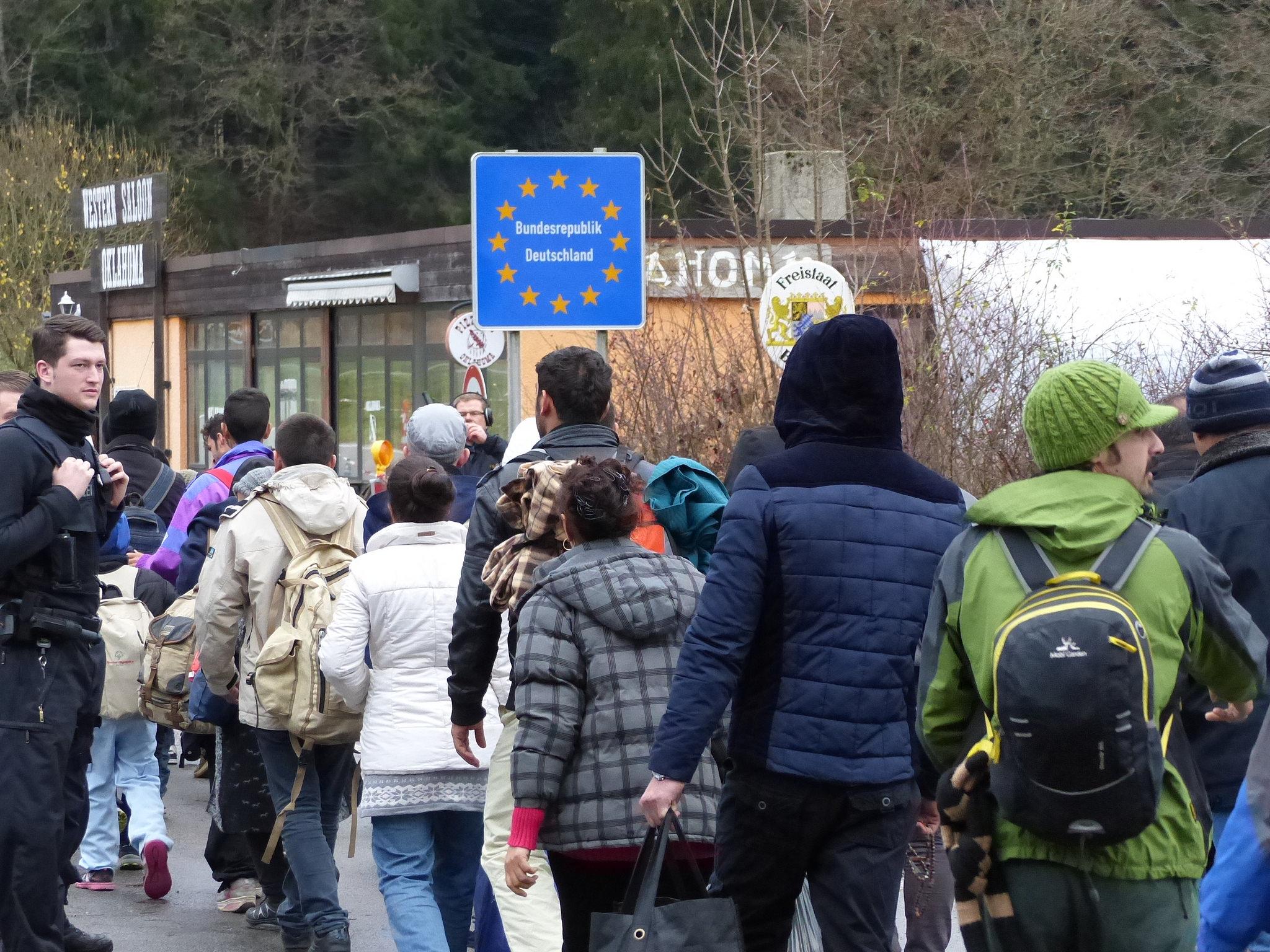 Flüchtllinge warten an der Grenze zur EU