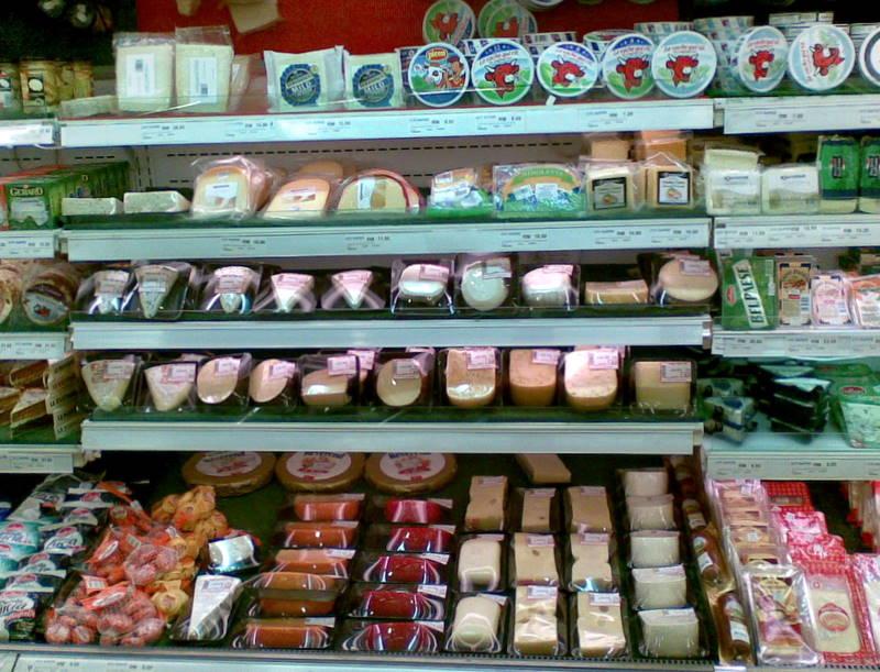Eingeschweißter Käse und auch Wurst können besonders viel Weichmacher aus der Verpackung aufnehmen.