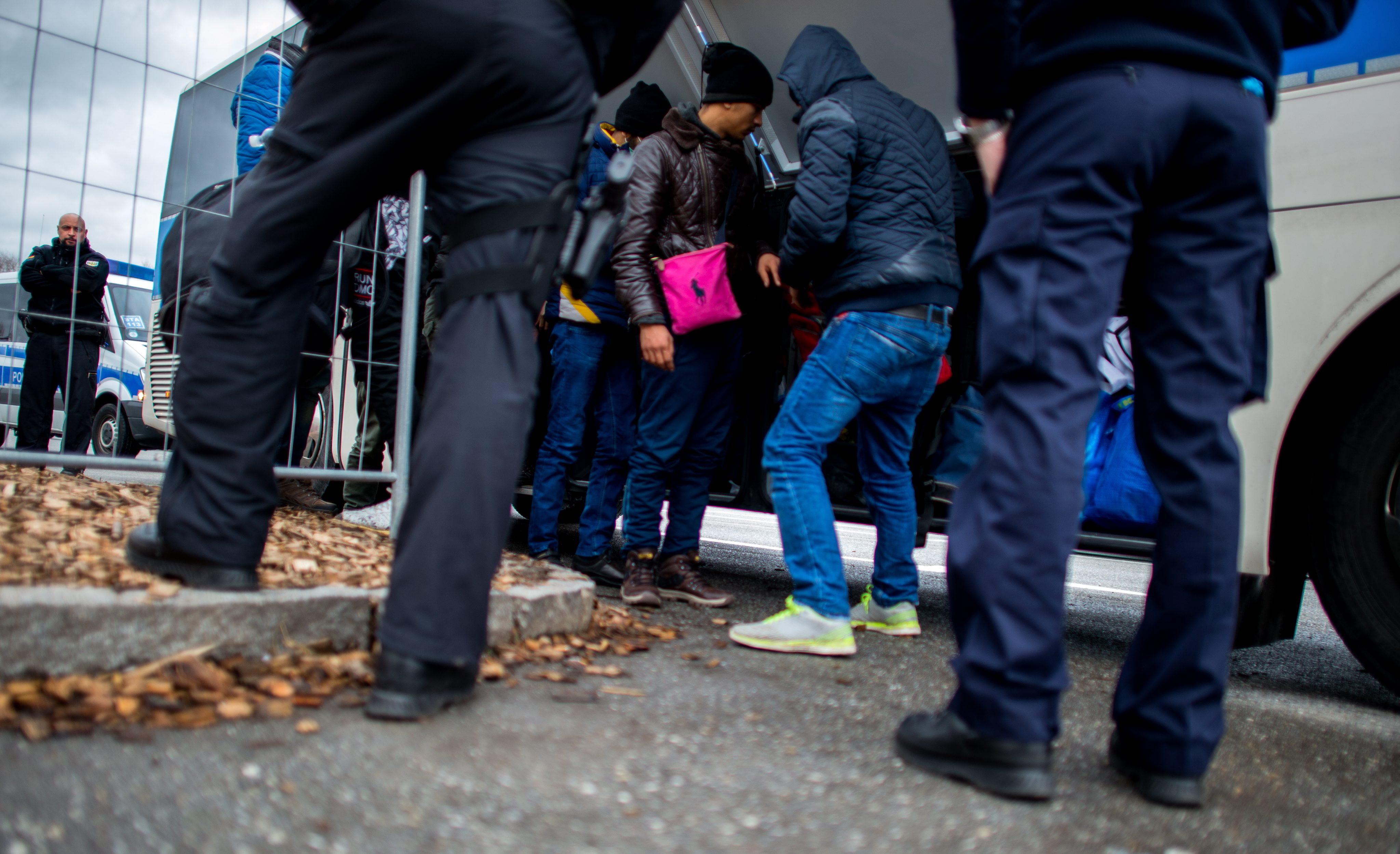 Österreich löst mit seinem Bescchluss einer Obergrenze für Flüchtlinge einen Dominoeffekt aus.