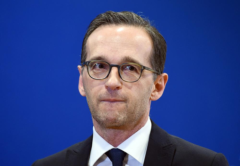 Sollten die Täter der Silvesternacht in Köln Asylsuchende sein, könnten diese möglicherweise bald rascher ausgewiesen werden können. Eine entsprechende Gesetzesänderung schließt Bundesjustizminister Heiko Maas nicht aus. Foto: dpa