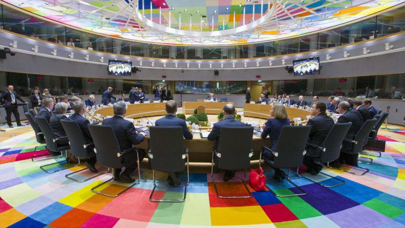 #Merkron: Spannung vor Pressekonferenz von Merkel und Macron